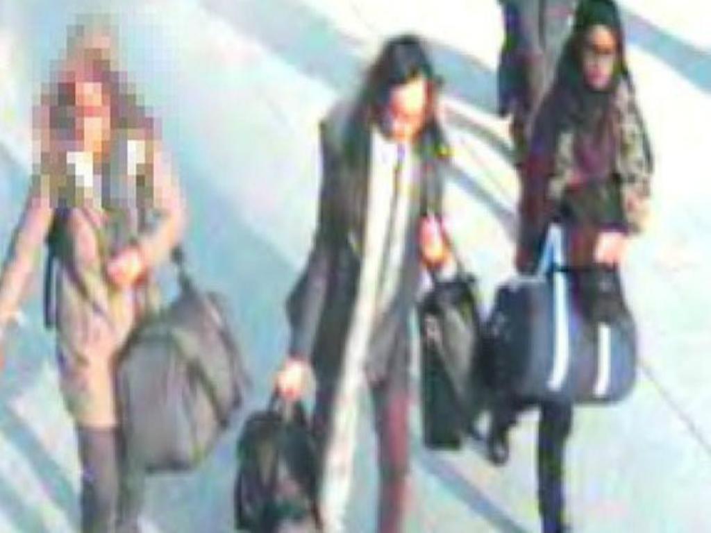 Imagens das três raparigas no aeroporto de Gatwick