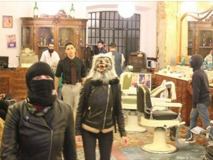 Protesto em barbearia [Foto: Facebook]