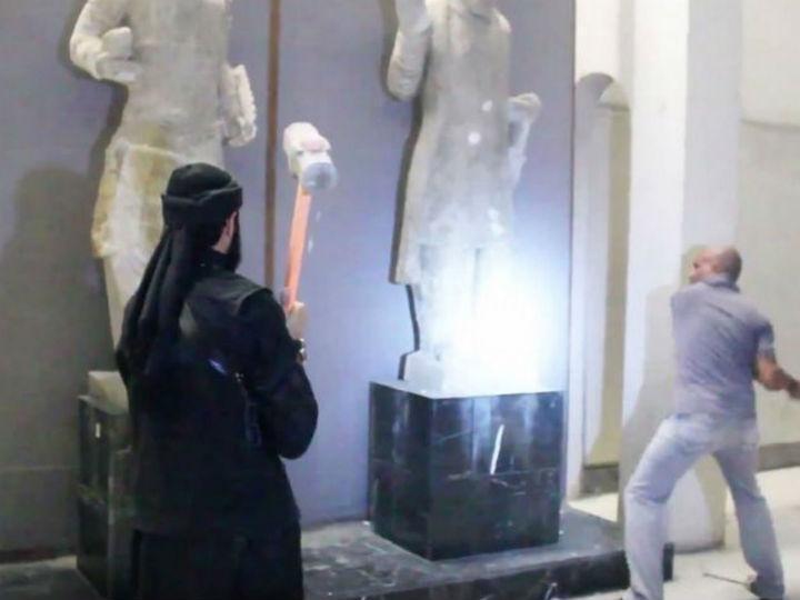 Estado Islâmico destroem museu (Reprodução YouTube)