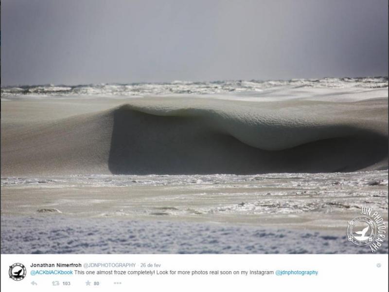 Frio extremo congela ondas nos EUA [Jonathan Nimerfroh/Twitter]