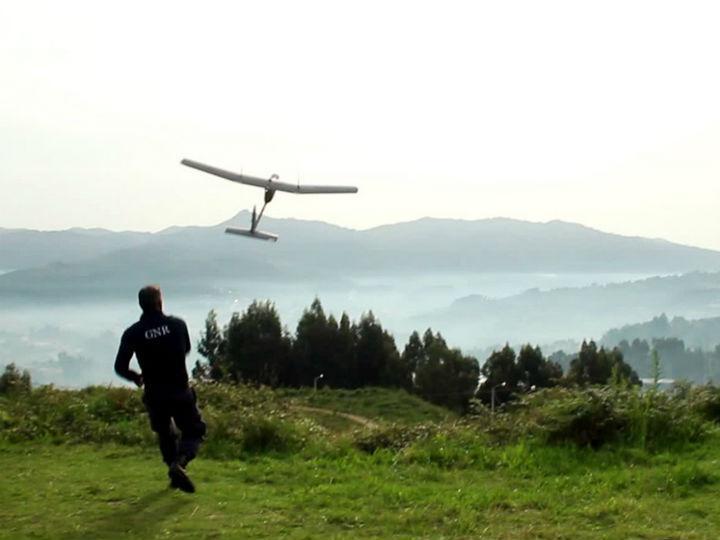Empresa portuguesa desenvolve drones para levar internet a locais sem rede [Foto: Facebook/ Tekever]