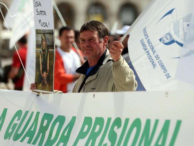 Guardas prisionais em protesto [Lusa]