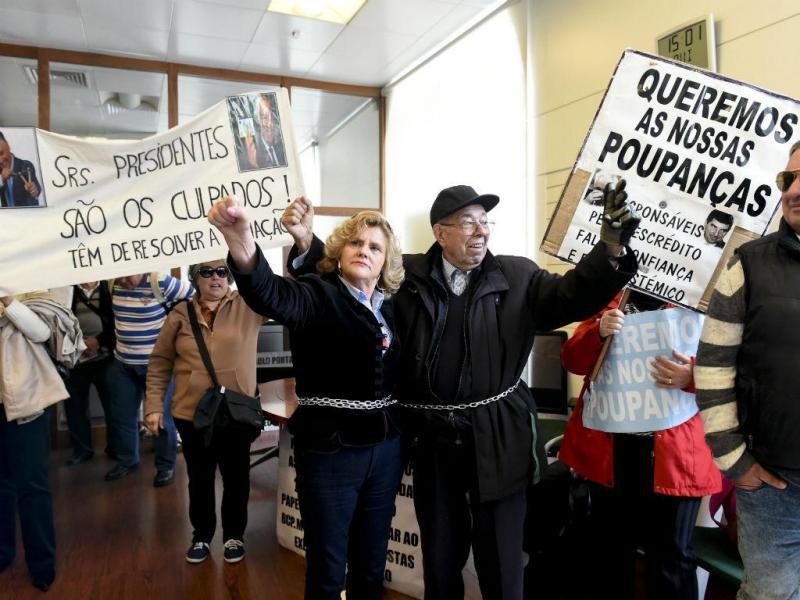 Protesto dos clientes lesados do BES (LUSA)