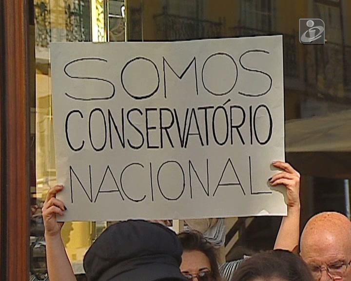 Conservatório: novo protesto juntou alunos e professores
