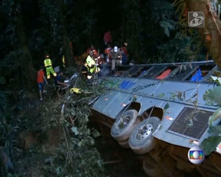Dezenas de mortos em acidente com autocarro no Brasil