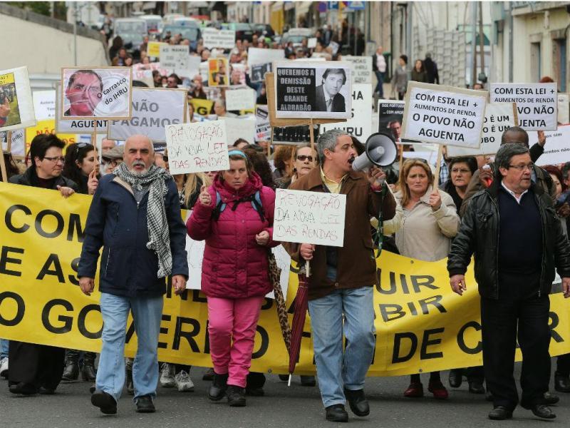 Moradores de bairros sociais protestam em Lisboa (TIAGO PETINGA/LUSA)