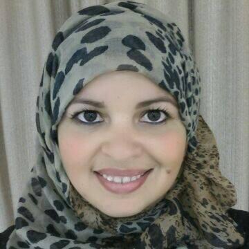 Charlyane Silva de Souza com o véu muçulmano (Facebook)