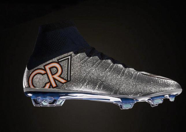 Cristiano Ronaldo estreia novas botas 3c00614149451