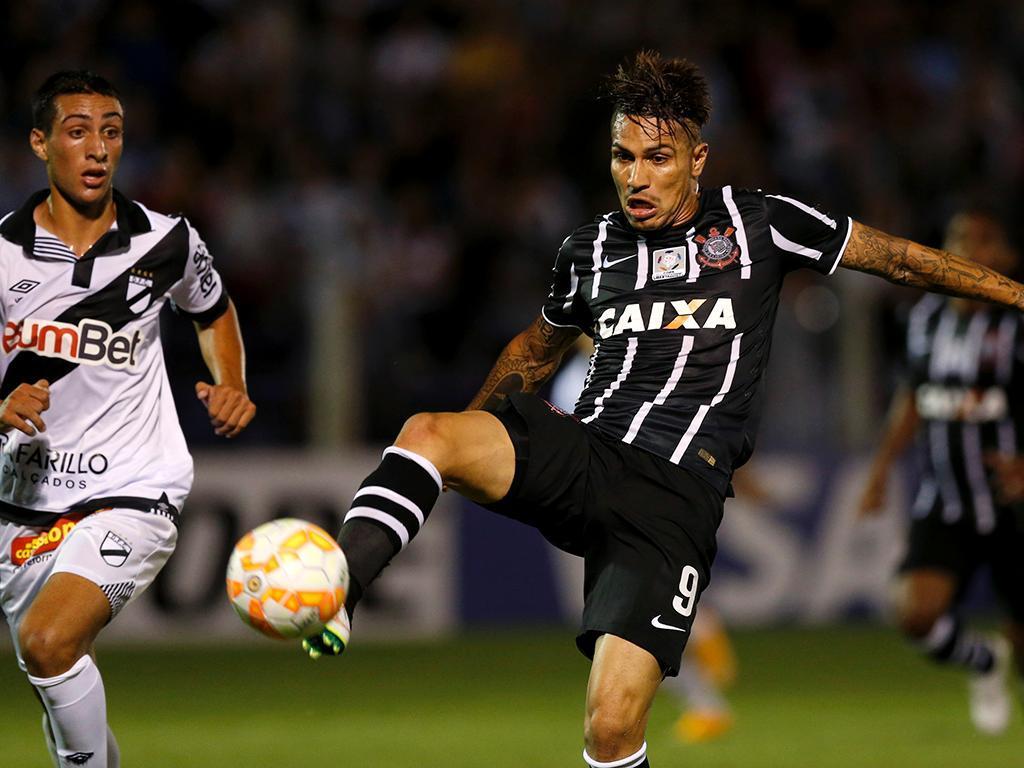 Danubio-Corinthians (Reuters/ Andres Stapff)