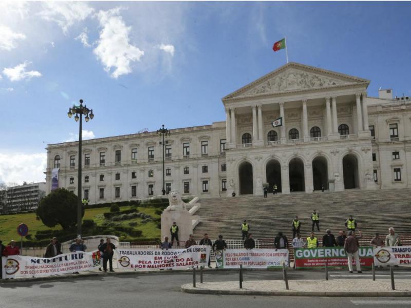 Trabalhadores de transportes públicos protestam contra privatizações [LUSA]