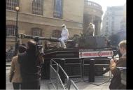 Tanque à porta da BBC