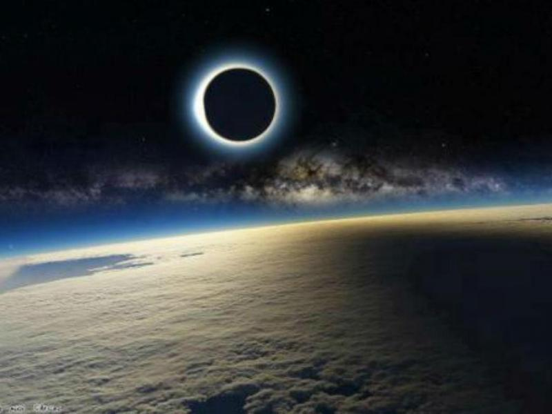 Fotografia do eclipse contestada na internet (Twitter)