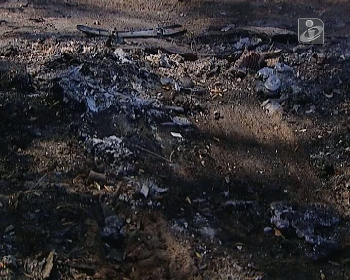 Corpo carbonizado encontrado por bombeiros enquanto apagavam incêndio