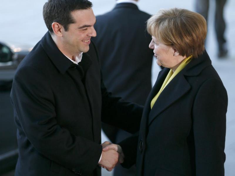 PM grego recebido com manifestação de apoio à chegada à Alemanha (Reuters)