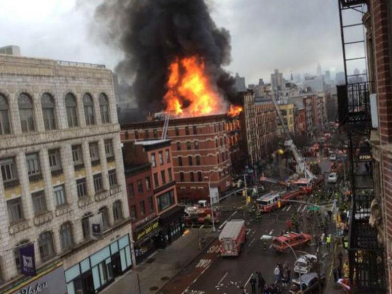 Incêndio em prédio de Nova Iorque (Fonte: Twitter/DR)