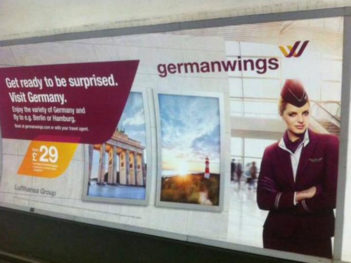 Anúncios da GermanWings retirados do Metro de Londres [Reprodução: Twitter]