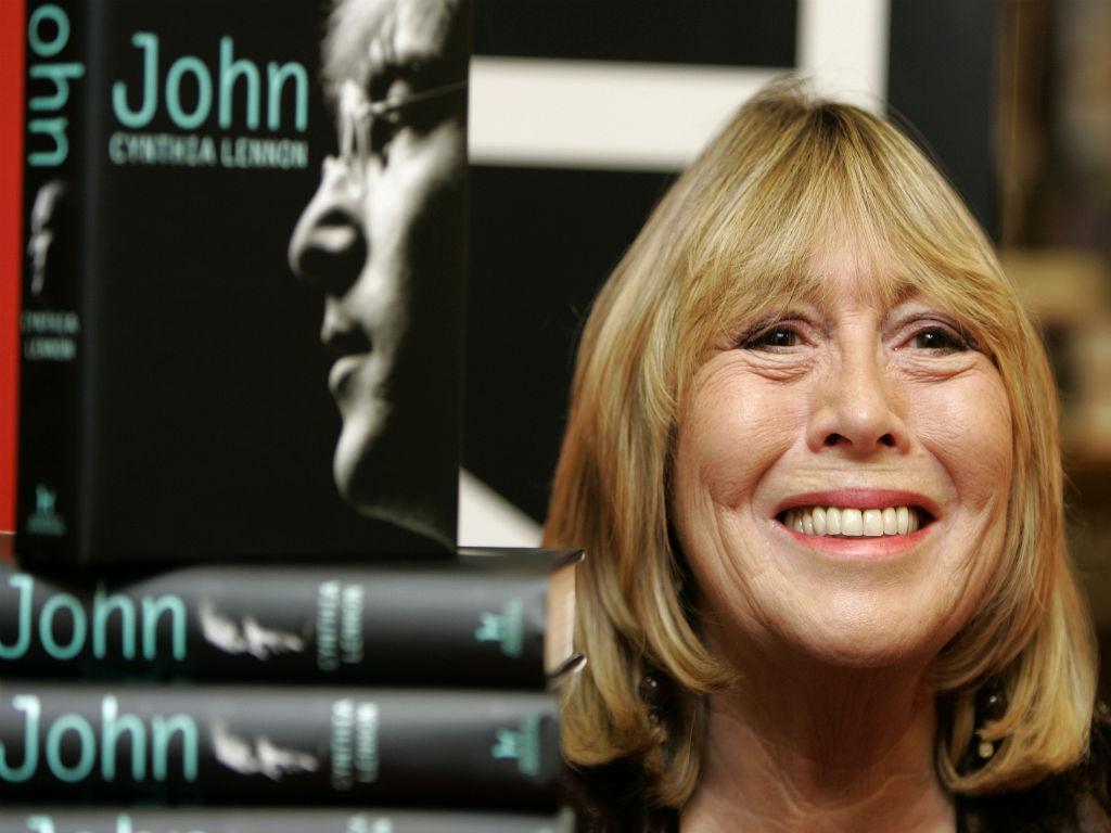 Cynthia Lennon foi a primeira mulher de John Lennon (Reuters)