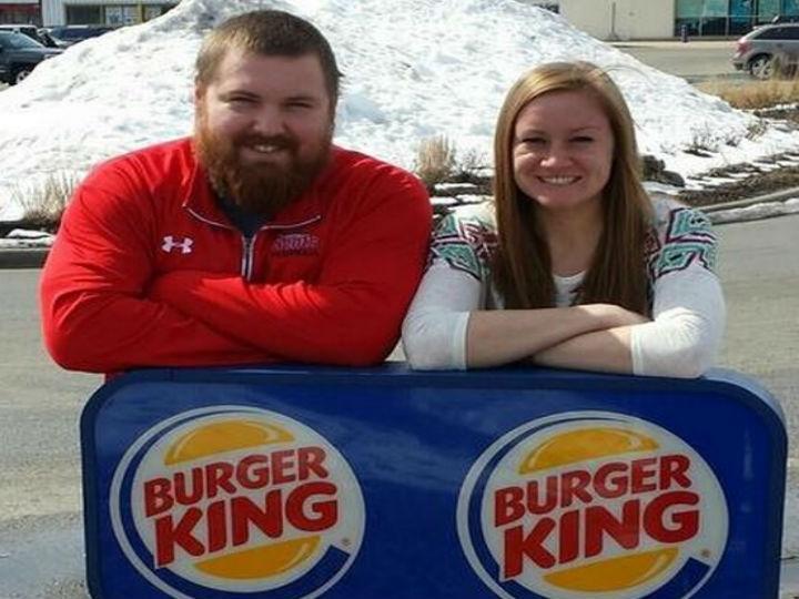 Joel Burger e Ashley King estão noivos