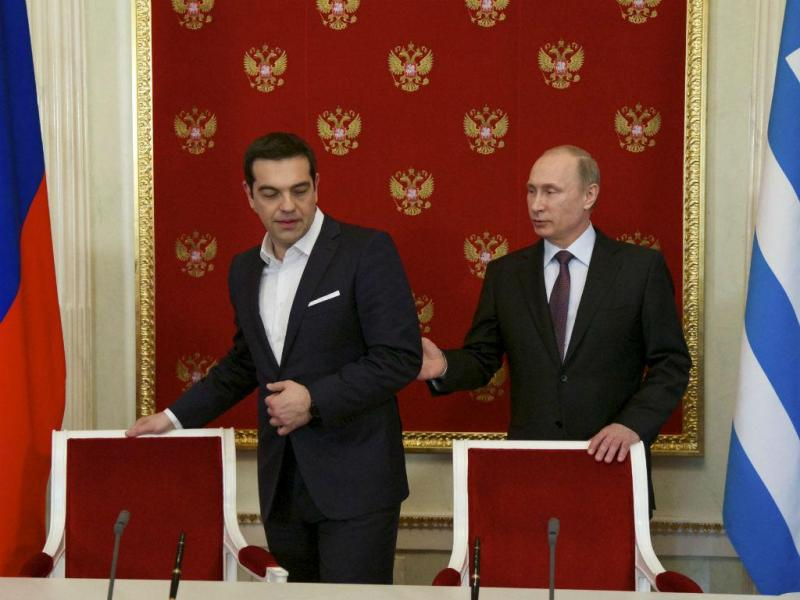 Alexis Tsipras e Vladimir Putin no Kremlin, em Moscovo, na Rússia. EPA/ALEXANDER ZEMLIANICHENKO