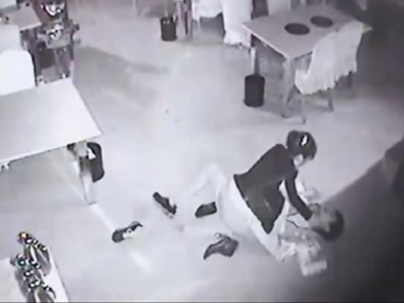 Câmaras de videovigilância captaram o incidente (Youtube)