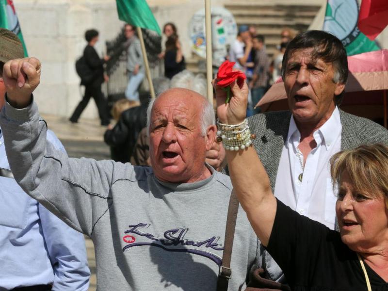 Reformados durante a jornada nacional de luta na Praça de Camões, em Lisboa (LUSA)