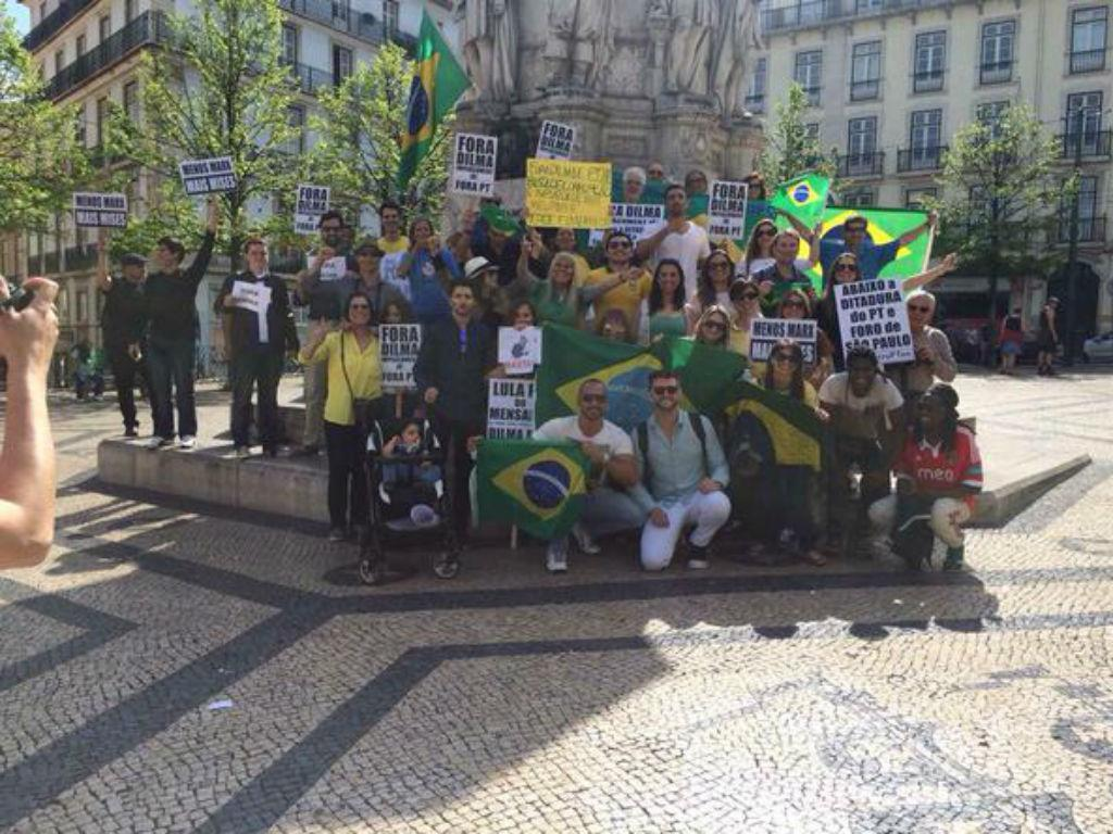 Brasileiros manifestam-se em Lisboa (Reprodução Twitter))