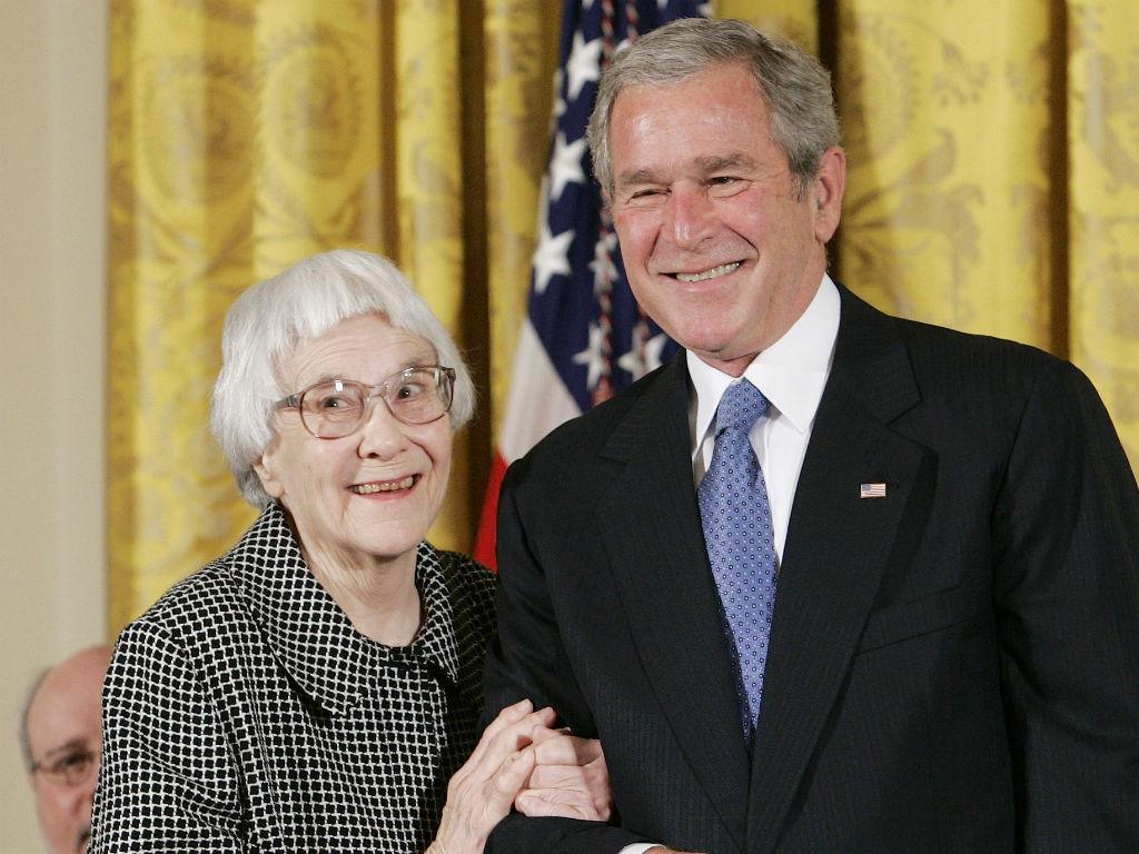 Harper Lee com o antigo Presidente dos EUA George W. Bush [Reuters]