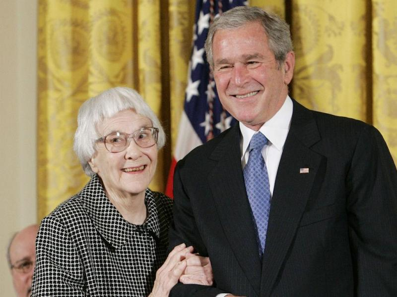 Harper Lee com o antigo Presidente dos EUA George W. Bush [Reuters]