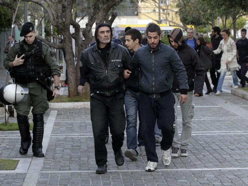 Ativistas detidos na Universidade de Atenas (Lusa/EFE)