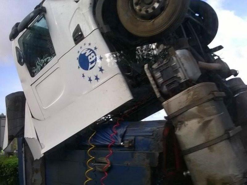 Acidente com camião na A1 (Foto: Inês Santos Ferreira)