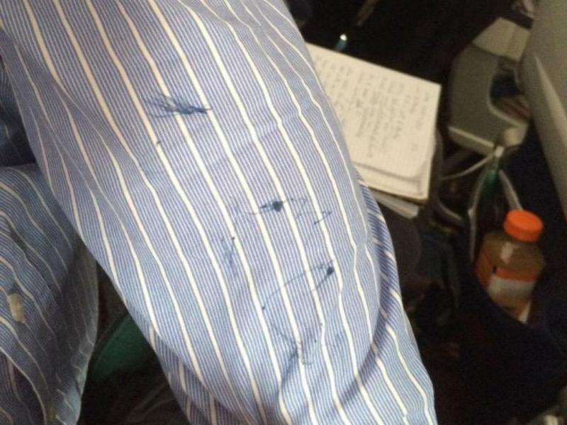 Idoso atacado em avião