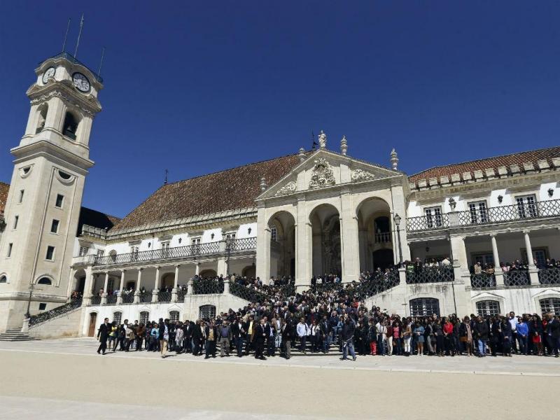Centenas de cientistas e investigadores homenageiam Mariano Gago, na Universidade de Coimbra. PAULO NOVAIS/LUSA
