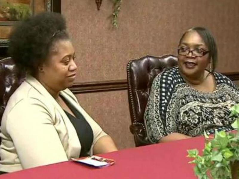 La-Sonya Mitchell-Clark e a mãe Francine Simmons [Foto: Twitter]