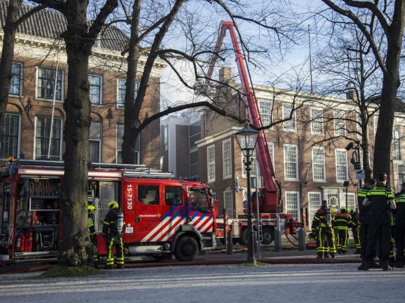 Incêndio na embaixada britânica na Holanda (EPA/LUSA)