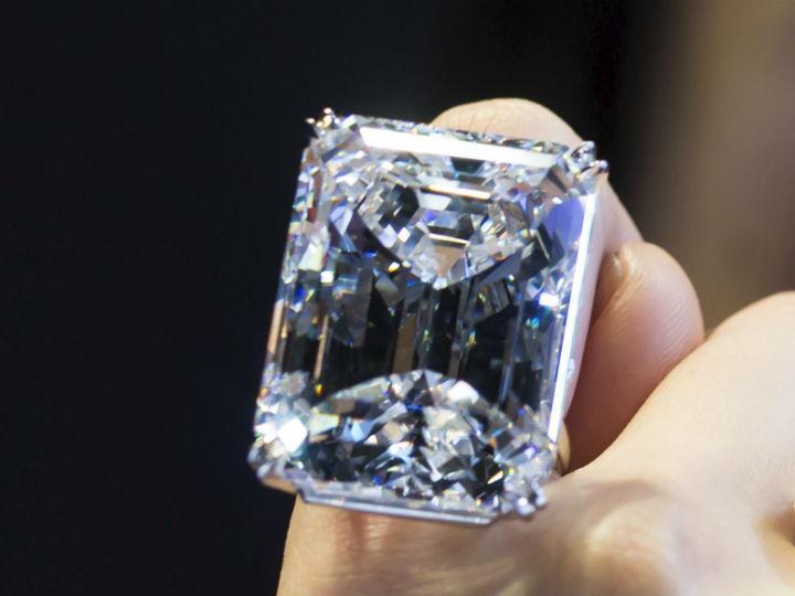 Diamante perfeito de 100 quilates [Reuters]