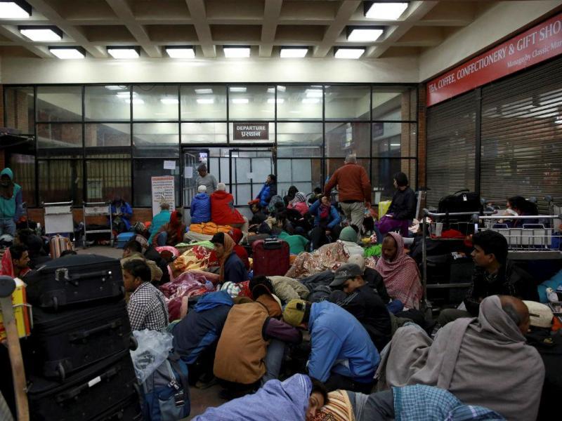 A espera é longa no aeroporto de Katmandu