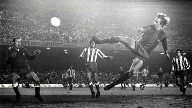 Cruijff marca ao At. Madrid