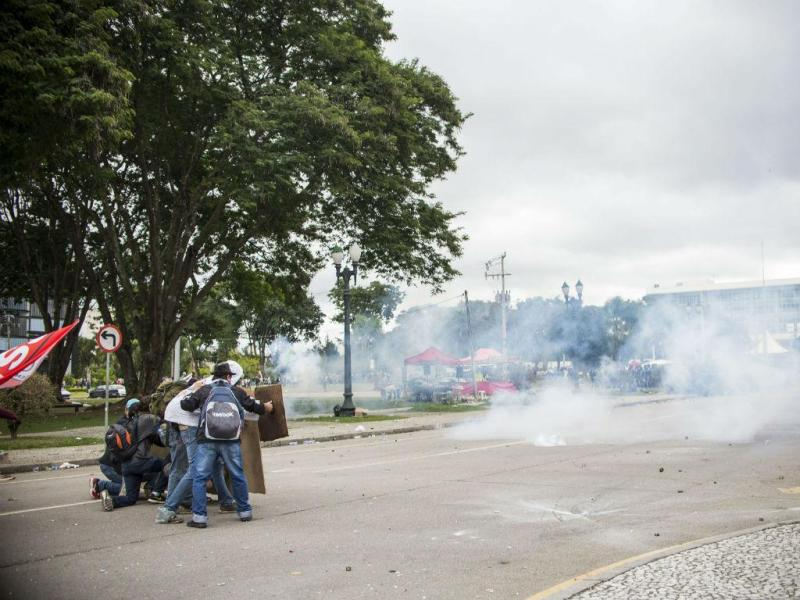 Brasil: 190 feridos em manifestação de professores (EPA/Curitiba Mayor Office / Gabriel Rosa)