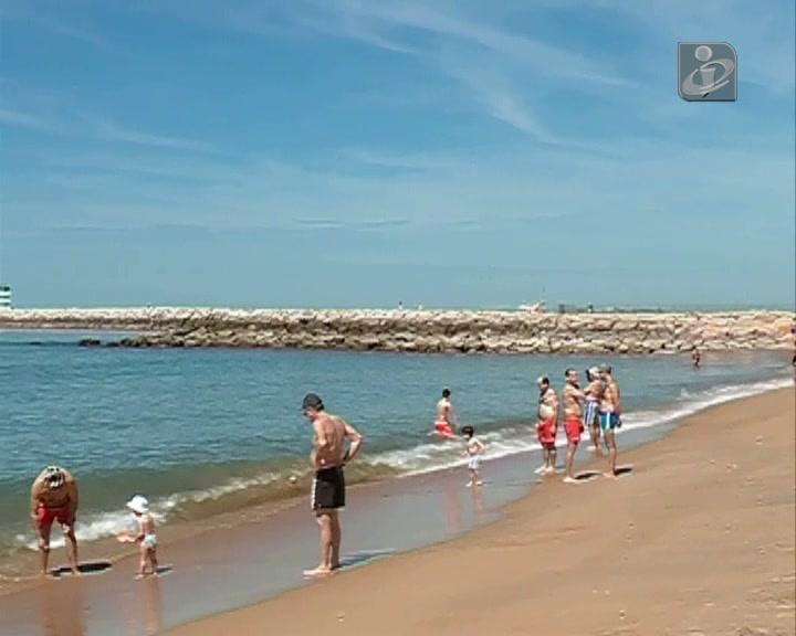Bom tempo leva muitos ao Algarve
