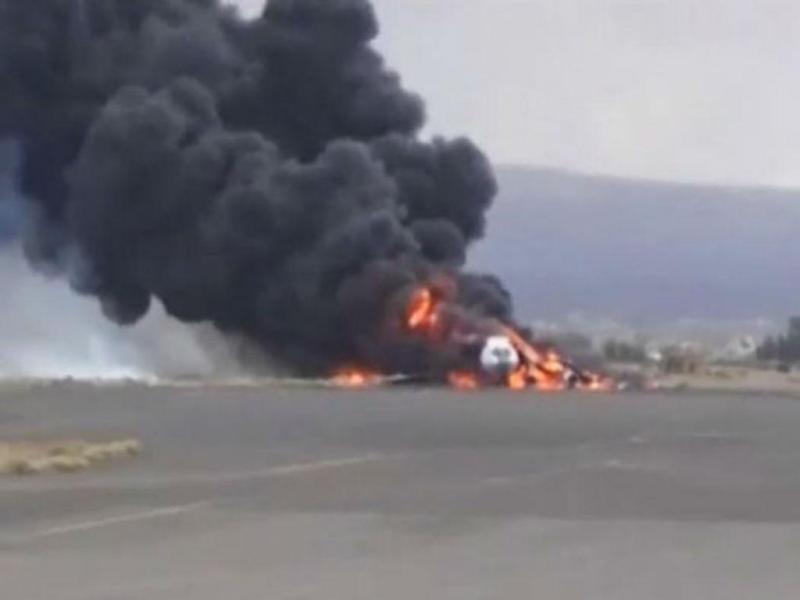 Ataque saudita destrói avião na pista do aeroporto de Sanaa (Reprodução Youtube)