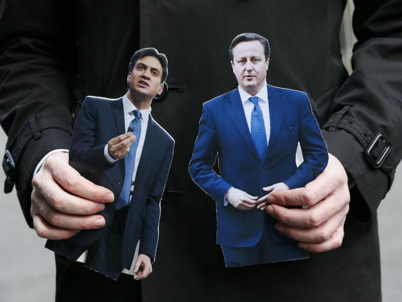 Bonecos de Ed Miliband e David Cameron [Foto: Reuters]