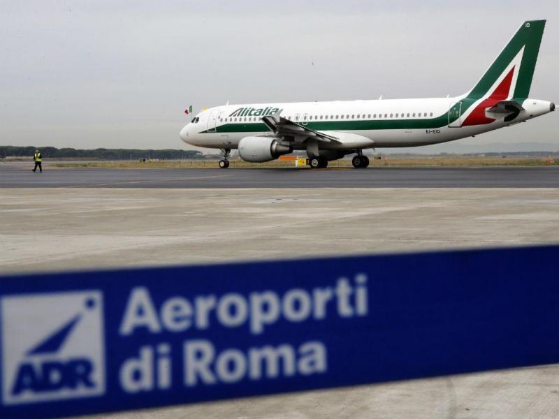 Aeroporto Fiumicino, de Roma, foi fechado devido a incêndio [Reuters]
