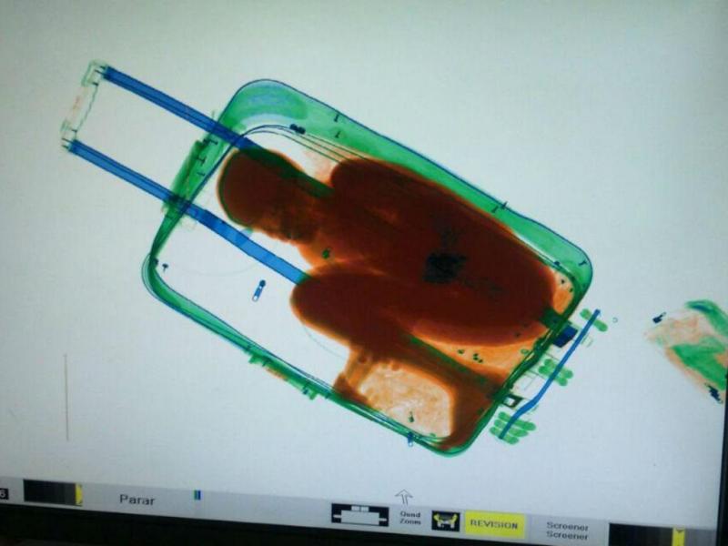 IMIgração ilegal: menino de 8 anos dentro de uma mala (EPA/LUSA)