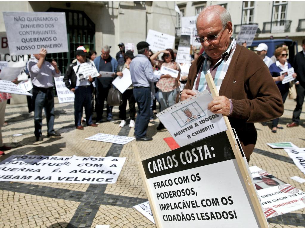 BES: lesados protestam no Novo Banco da Rua Augusta [Lusa]