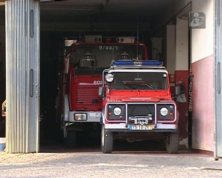 Incêndio em unidade de laticínios deixa sete bombeiros gravemente feridos