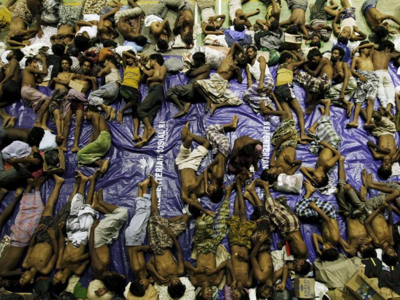 Mais de 1.400 imigrantes resgatados ao largo da Malásia e Indonésia. REUTERS/Roni Bintang