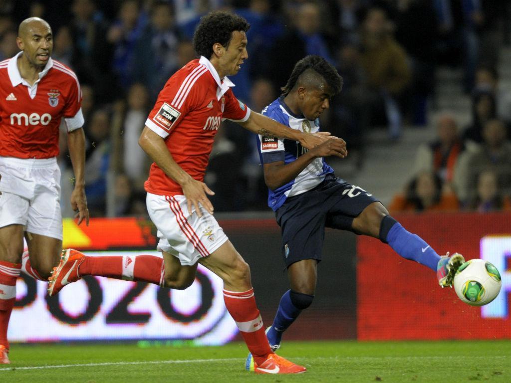 Kelvin marca ao Benfica