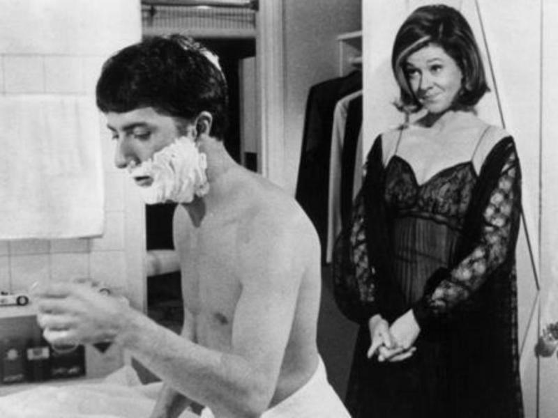 """Elizabeth Wilson com Dustin Hoffman em """"The Graduate"""" (Reprodução Twitter)"""