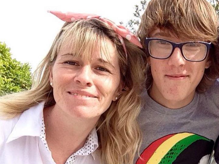 Mãe e filho desaparecido (Facebook)