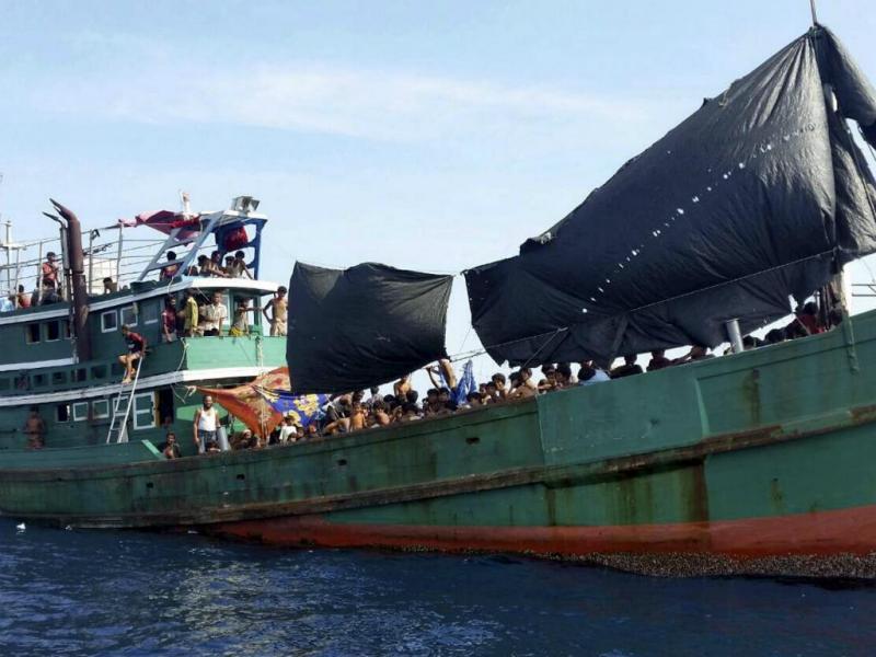 Centenas de imigrantes ao largo da costa da Tailândia (Reuters)
